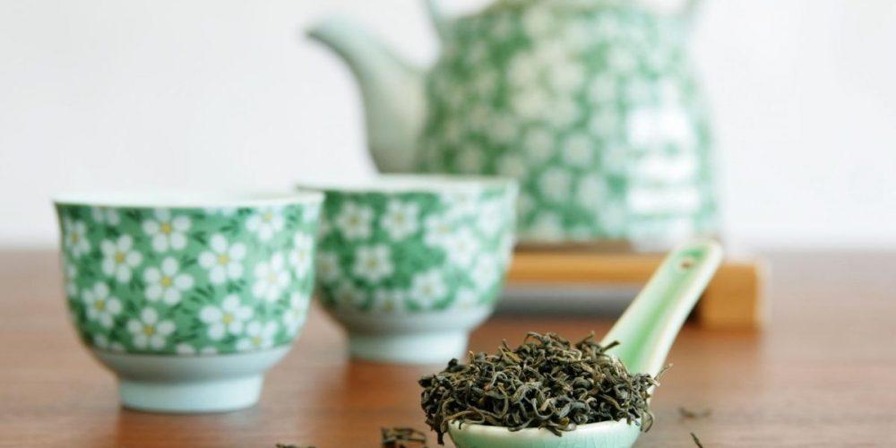 tea set and leaves of Bi Luo Chun tea on the table
