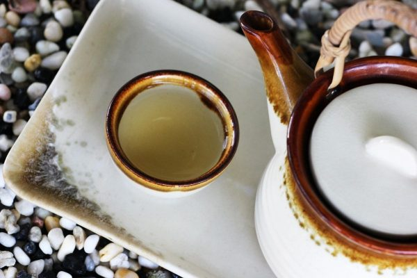 teapot and a cup of Oolong on the table