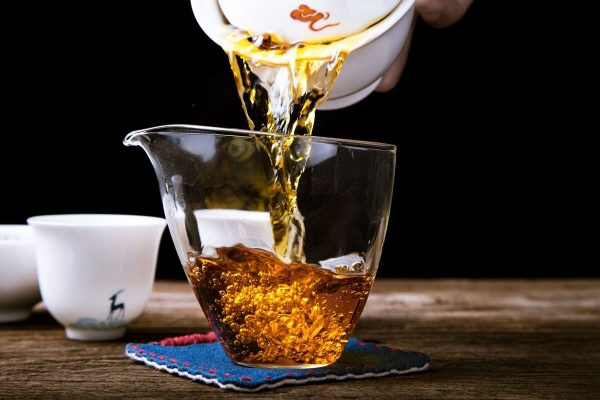 tea poured from gaiwan in the Chinese tea ceremony