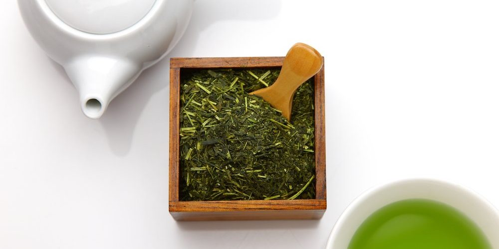 Gyokuro tea in a box with measuring spoon, teapot, cup of tea