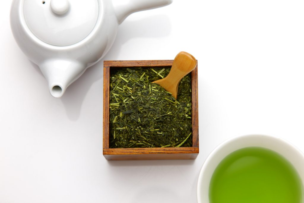 Gyokuro tea in a box with measuring spoon, teapot, cup of tea