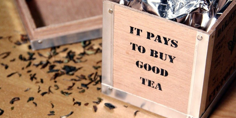 """Wooden Tea Box Signed """"It Pays To Buy Good Tea"""""""